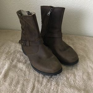 Teva leather ankle boots size 5